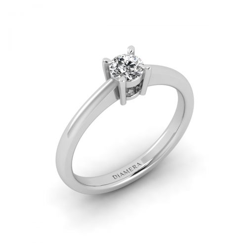 Chic Round Diamond Ring