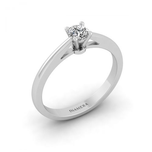 Pretty Round Diamond Ring